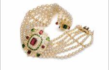 Collana con perle, rubini e smeraldi