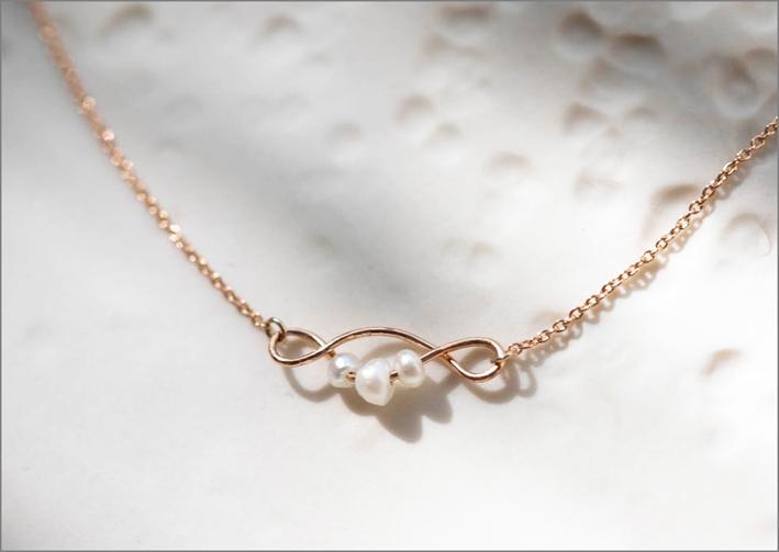 Collana Twist con ciondolo in oro e perle naturali