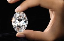 Il diamante ovale da 88 carati messo all'asta da Sotheby's