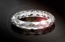 Il diamante sintetico tagliato ad anello