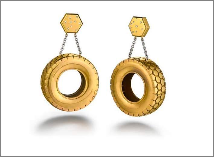 Orecchini Tyre con titanio dorato