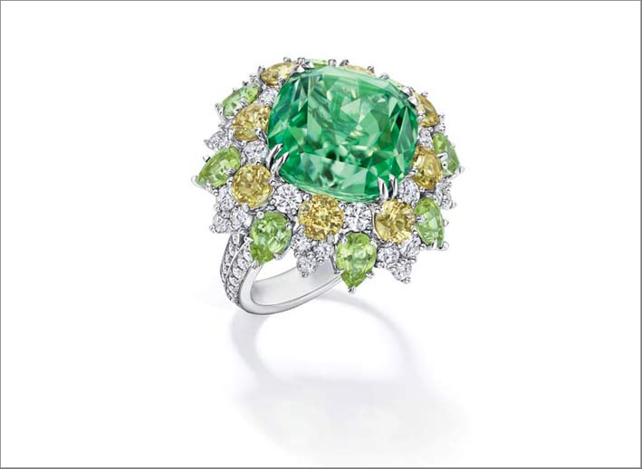 Harry Winston, anello con tormalina verde e diamanti