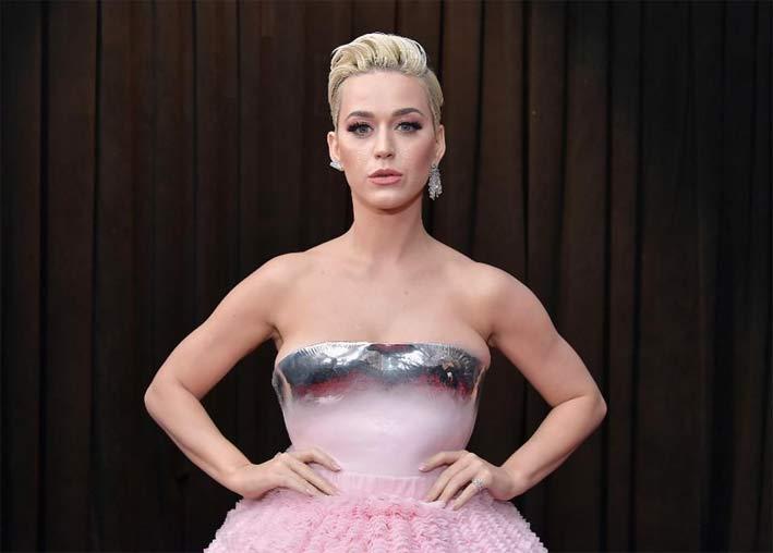 Katy Perry con orecchini Djula