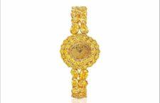 L'orologio con pavé di 60 diamanti gialli per un totale di oltre 25 carati