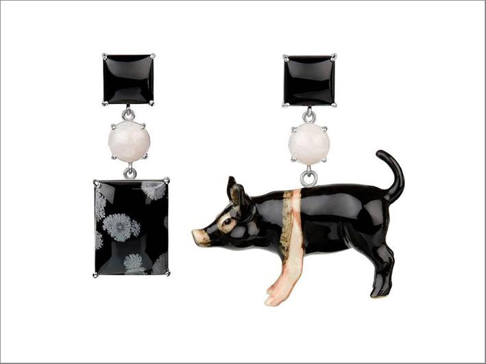 Tessa Packard, orecchini Mr Pig in oro bianco, onice, ceramica e quarzo rosa