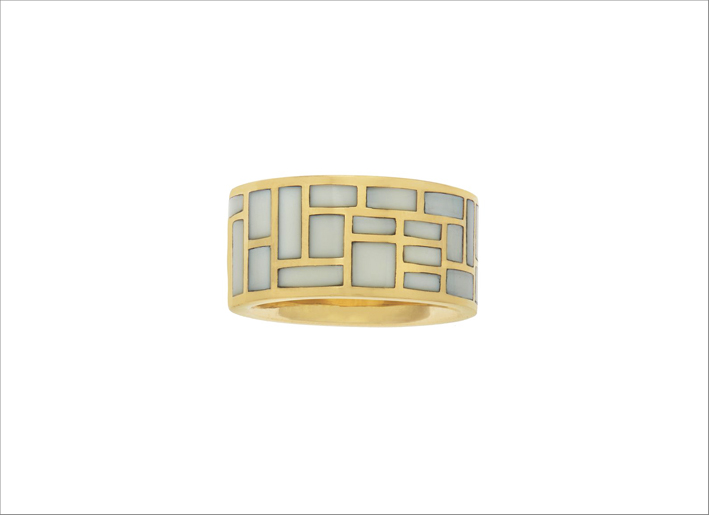 Anello in oro 18 carati con pietre cachalong