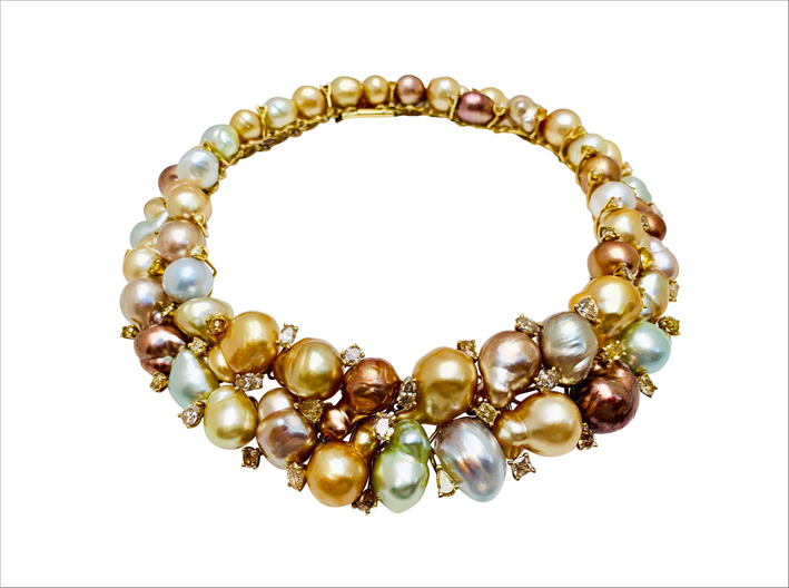 Collana in oro 18 carati con diamanti colorati e perle barocche multicolori