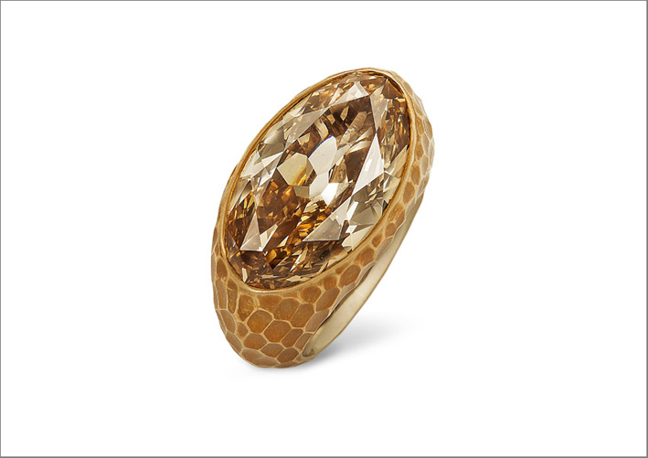 Hemmerle, anello in bronzo e oro bianco con diamante fancy