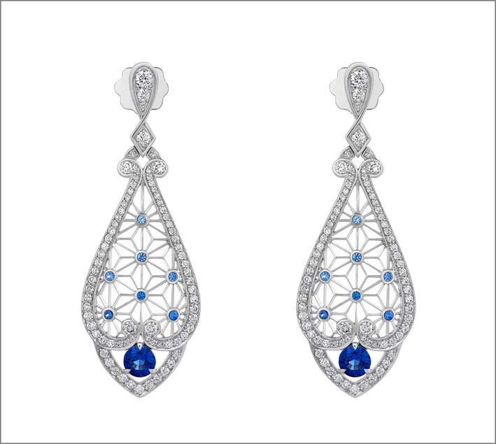 Orecchini Filigree Star in oro bianco, diamanti e zaffiri