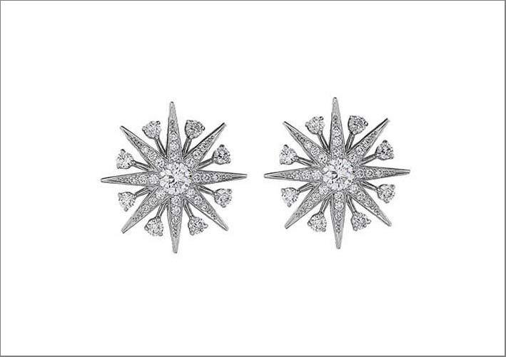 Orecchini della linea Starligh in oro bianco e diamanti
