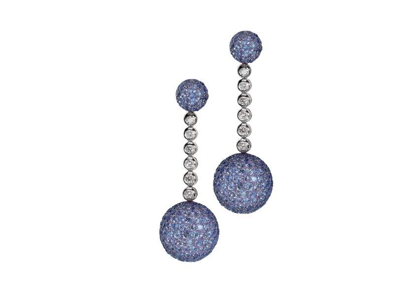 La tradizionale collezione Boule: orecchini in oro bianco, diamanti e acquamarina