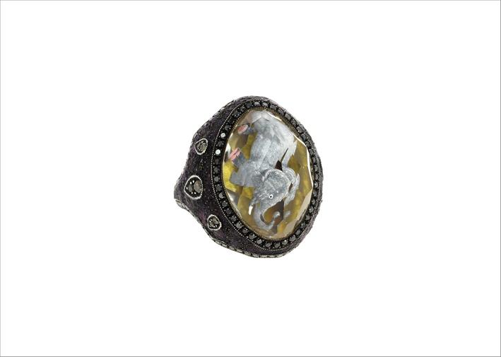 Anello in oro giallo, argento e diamanti neri