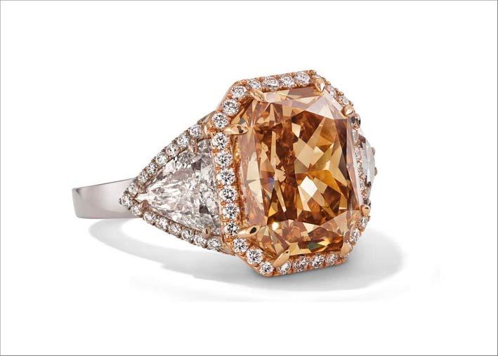Anello con diamante champagne