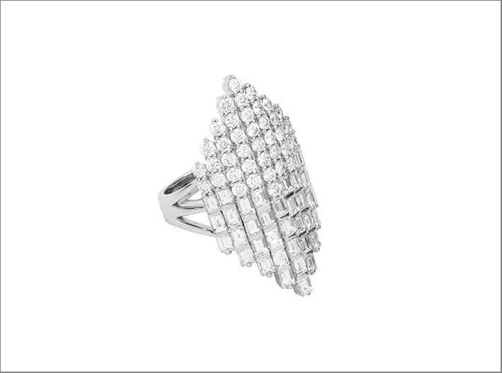Anello con diamanti taglio brillante e baguette