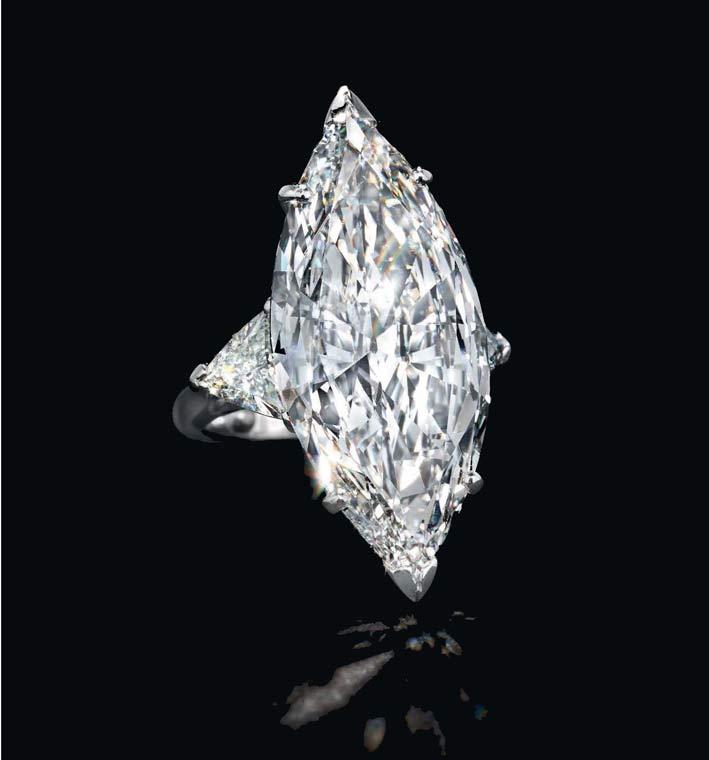 Anello con diamanti taglio marquise di 16,69 carati