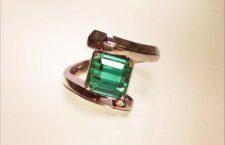 Vittoria d'Aste-Surcouf, anello in oro rosa con smeraldo