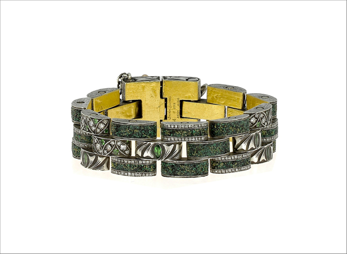 Anello in oro 24 carati con quarzo e zaffiro