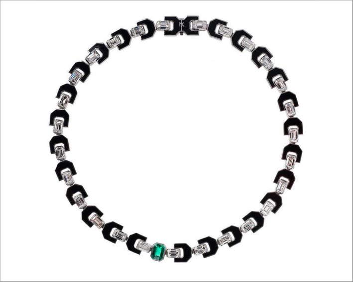 La collana indossata da Jane Fonda: diamanti, smalto, uno smeraldo