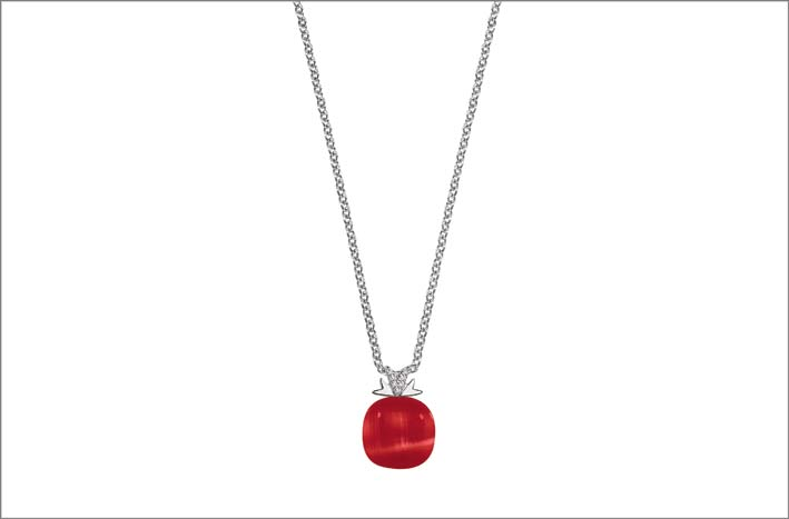 Collana in argento con pietra rossa
