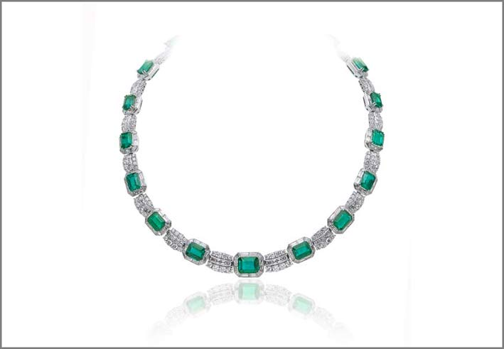 White gold emerald (45.91 ct) and diamond (28.07 ct) necklace set in white gold