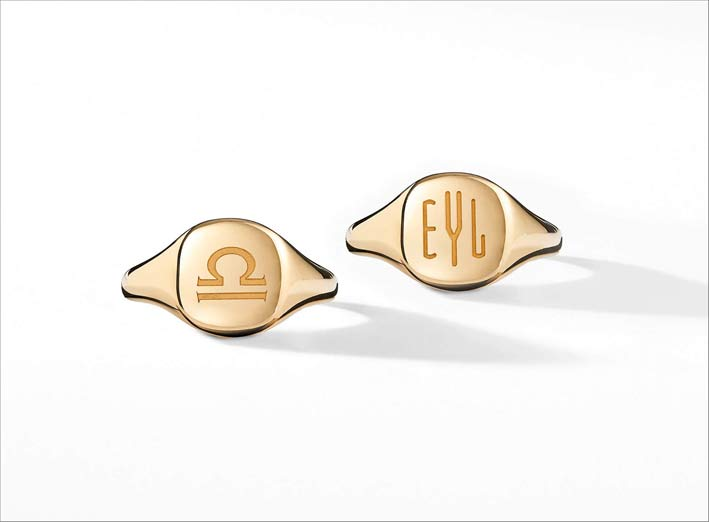David Yurman, pinky ring in oro con iniziali o segno zodiacale