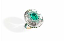 Busatti Milano, anello in titanio con smeraldo colombiano incastonato un cristallo di rocca