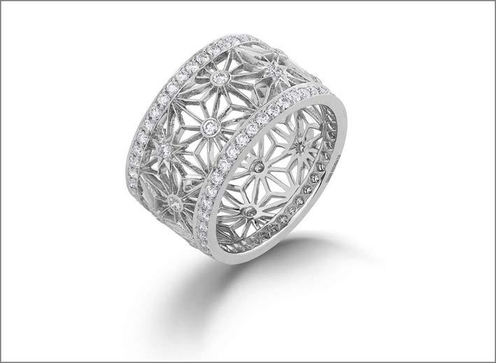 Anello in oro bianco, diamanti e zaffiri