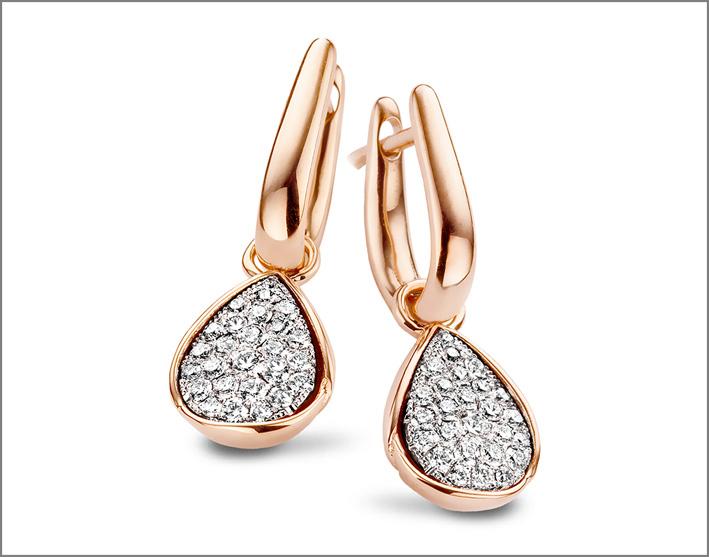 Anello della collezione Golden Imperial in oro rosa e diamanti bianchi
