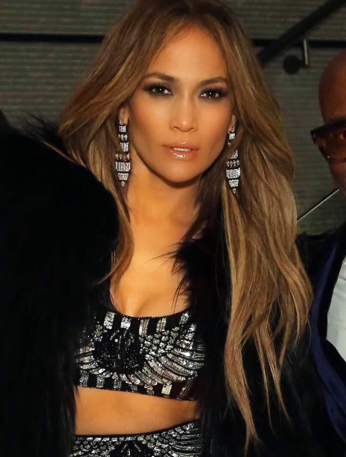 Jennifer Lopez con orecchini di Nikos Koulis