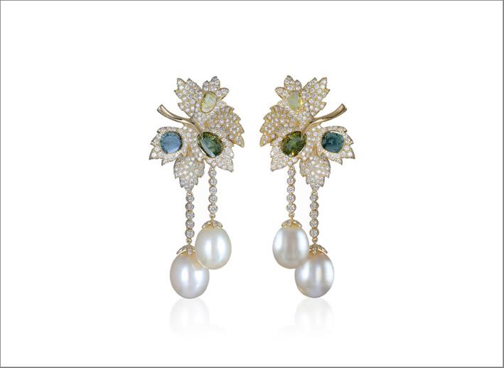 Farah Khan, orecchini con perle e diamanti
