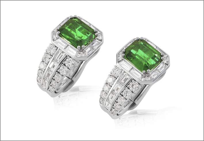 White gold emerald (5.37 ct) and diamond (3.72 ct) earrings set in white gold