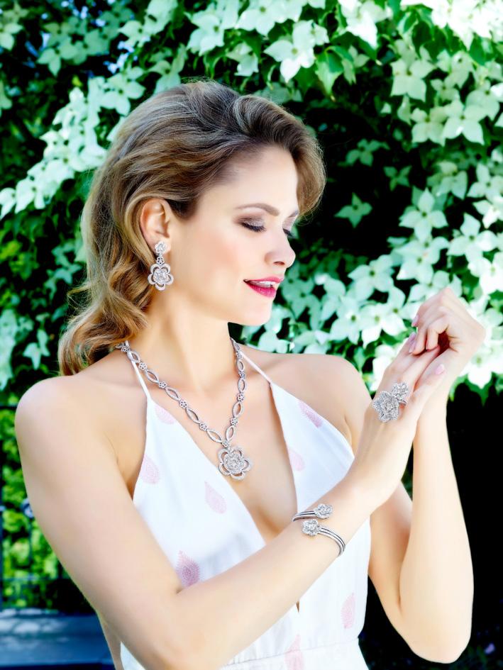 Schreiner, set di collana, bracciale, orecchini e anello in oro bianco e diamanti