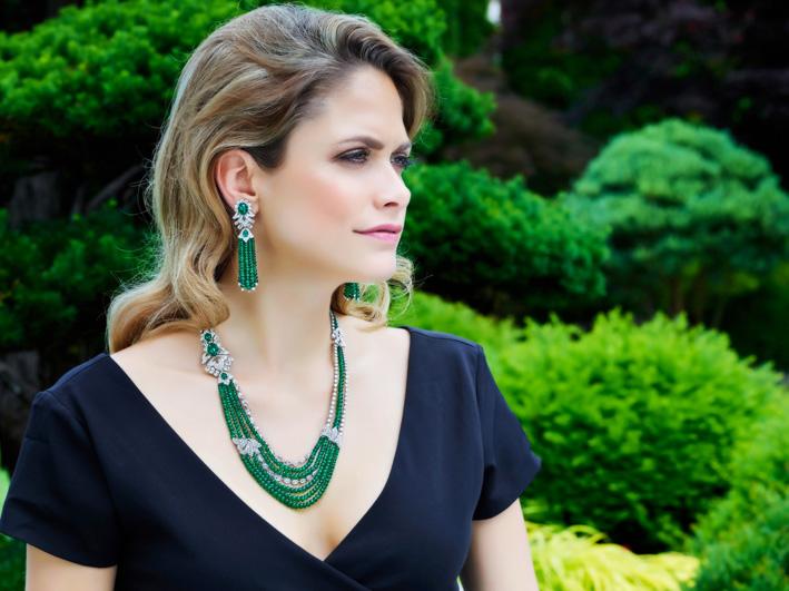 Collana e orecchini con perle di smeraldi