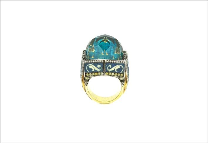 Anello in oro 24 carati, argento, quarzo intagliato, diamanti