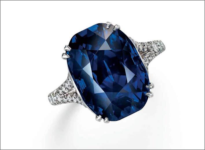 Anello con diamanti e zaffiro di 10,88 carati