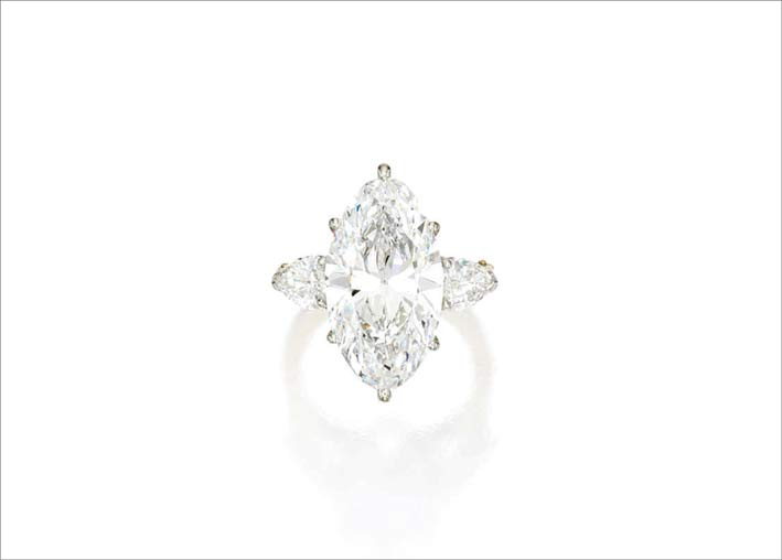 Anello con diamante taglio marquise