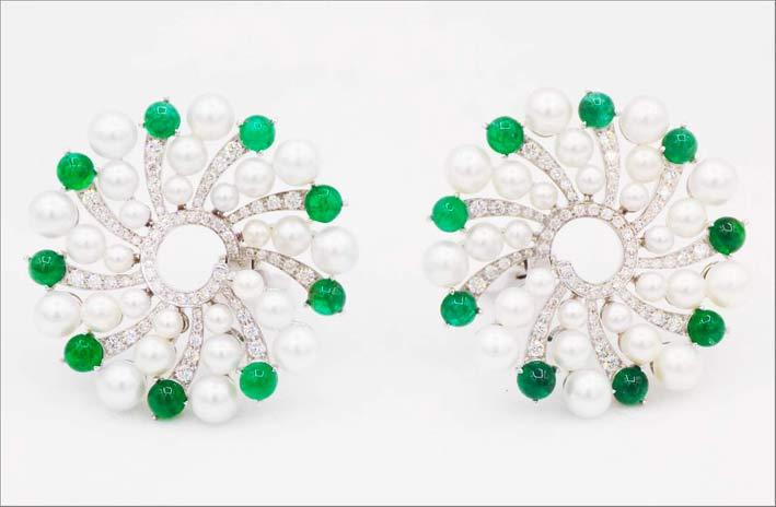Orecchini con perle, smeraldi per 5 carati e diamanti