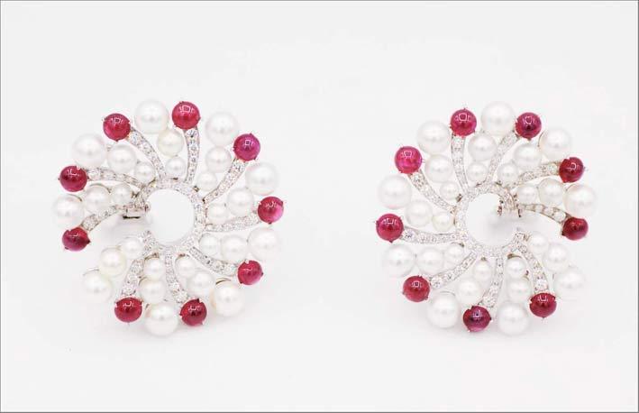 Orecchini con perle, rubini per 6 carati e diamanti