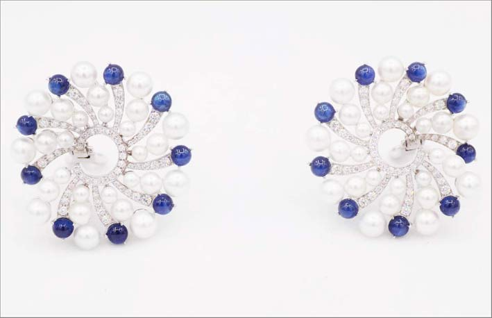 Orecchini con perle, zaffiri per 6 carati e diamanti