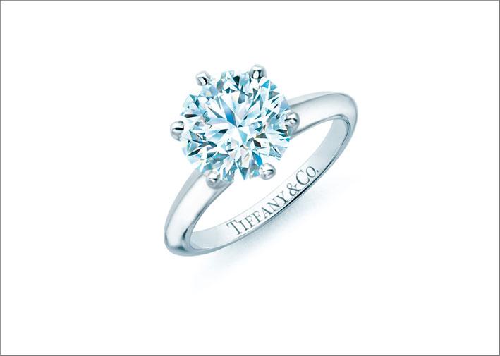 Anello solitario di Tiffany in platino e diamante