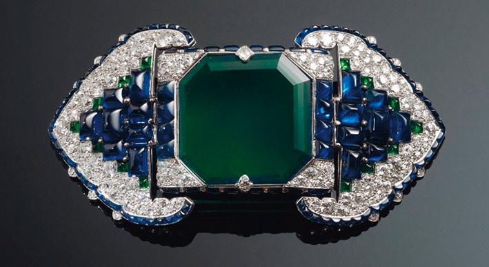Fibbia per cintura di Cartier con smeraldo, diamanti, zaffiri