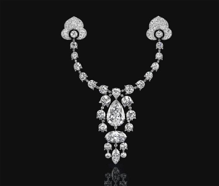 Spilla Devant de Corsage di Cartier, 1912. Comprende un diamante a taglio pera da 34,08 carati, e un diamante ovale da 23,55 carati