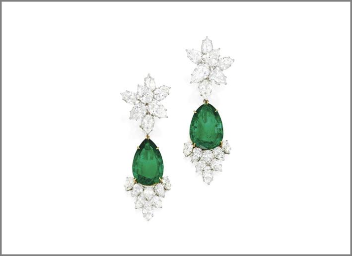 Coppia di orecchini con smeraldi e diamanti di Harry Winston