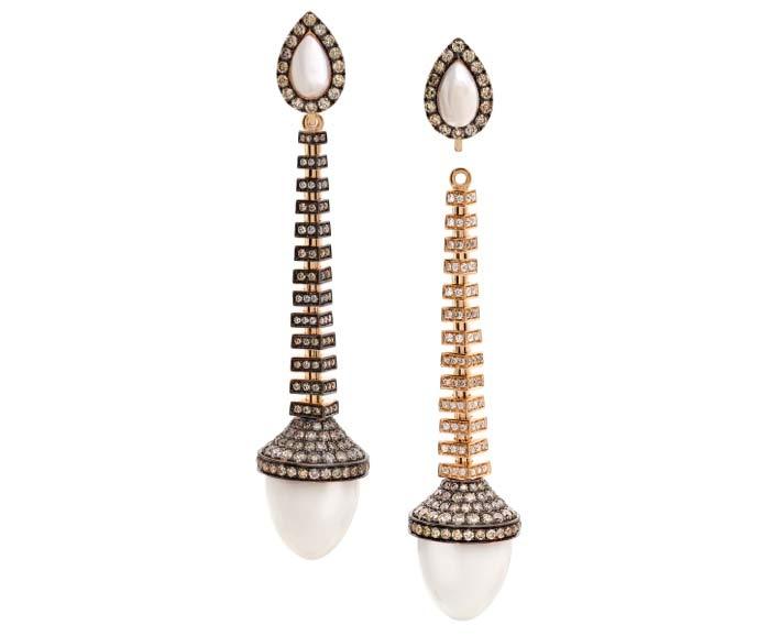 Orecchini La Mystérieuse, in oro, diamanti, agata bianca