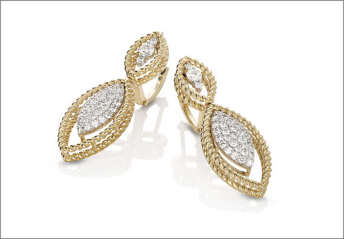 Yellow gold earrings with white diamonds
