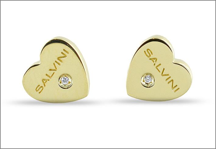 Salvini, orecchini a forma di cuore in oro giallo e piccolo diamante