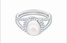 Anello in metallo rodiato, cristalli e Swarovski Crystal Pearl