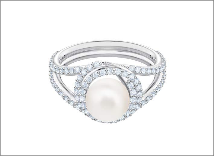 Anello in metallo rodiato, cristalli e Swarovski Crystal Pearl