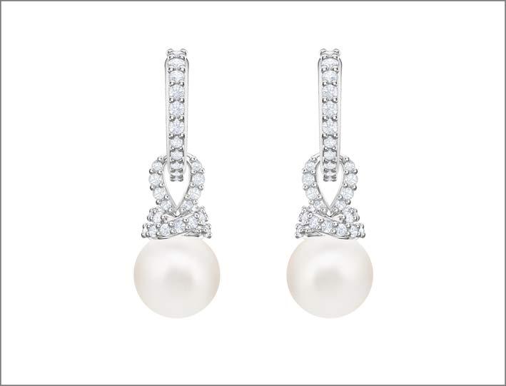 Orecchini in metallo rodiato, cristalli e Swarovski Crystal Pearl