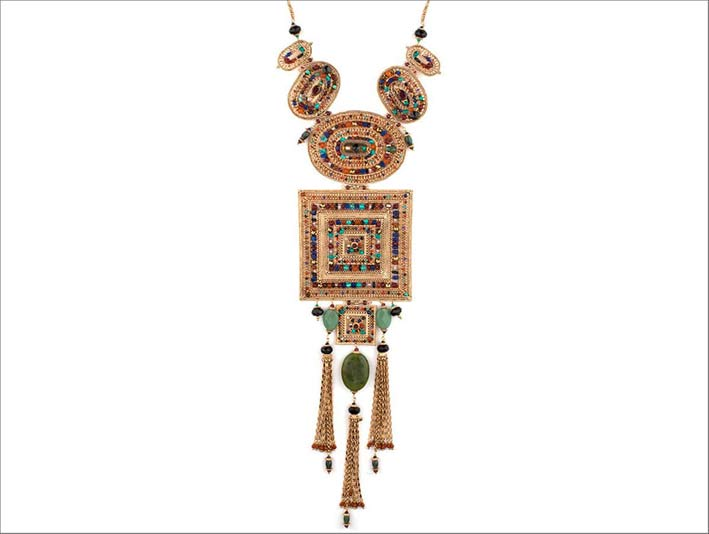 Collier, con perla del Giappone, avventurina, spinello nero, corniola, turchese, lapislazzuli, diaspro verde, agata nera, ematite dorata